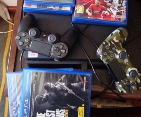 Used Playstation 4 single controller in Dubai, UAE