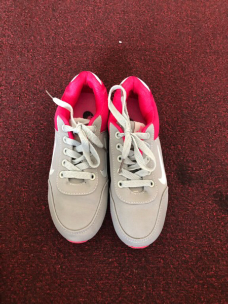 Used Nike sneakers for a girl size 31-32 in Dubai, UAE