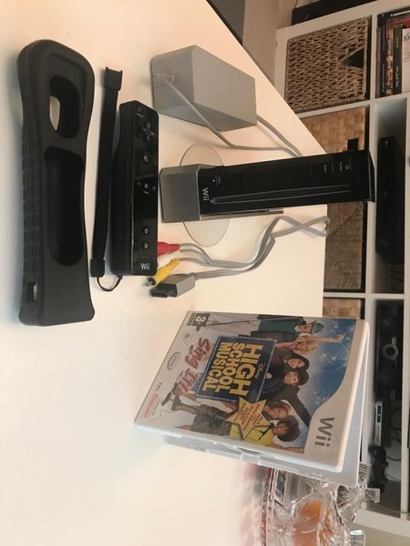 Used Full Wii Nintendo Set + Free game in Dubai, UAE
