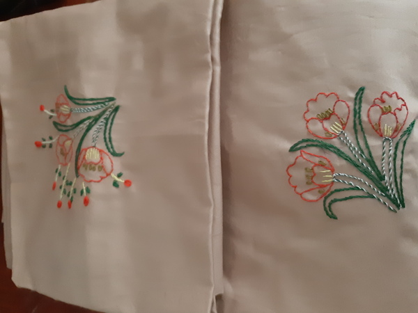 Used Queen size bed sheet with hand embroider in Dubai, UAE