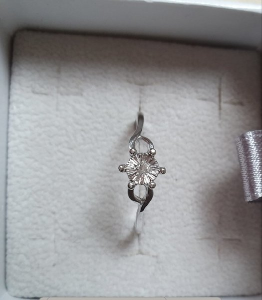 Used Real diamond new silver solitaire ring in Dubai, UAE
