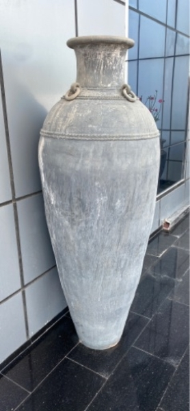 Used 2 large pots for garden in Dubai, UAE