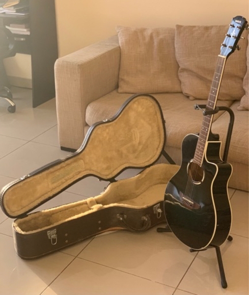 Used Yamaha APX500 acoustic electric guitar in Dubai, UAE
