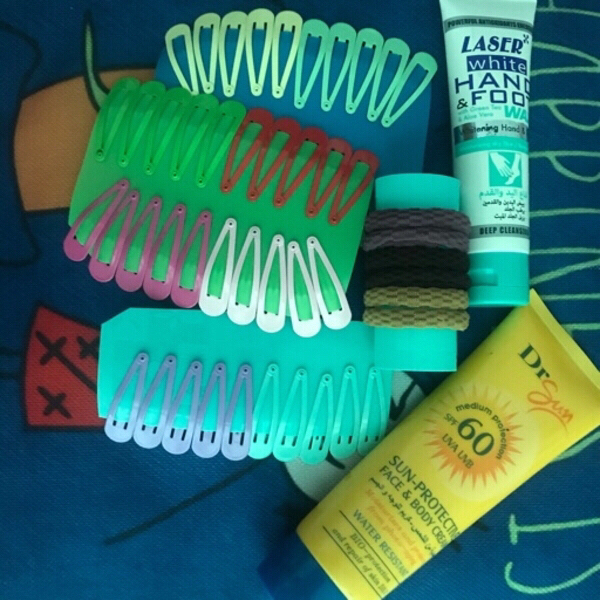 Used Bundle hair clips and lotions deal in Dubai, UAE