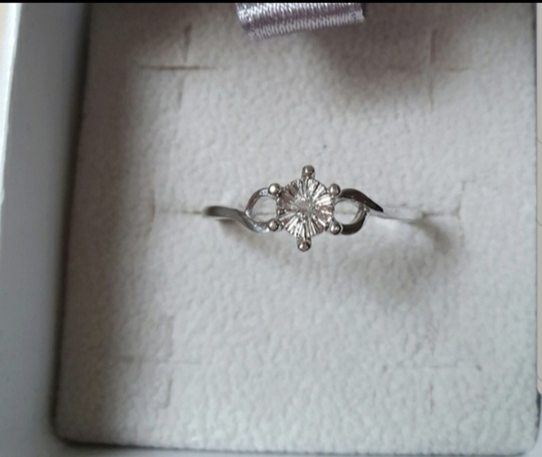 Used Real diamond silver ring new in size 7 in Dubai, UAE