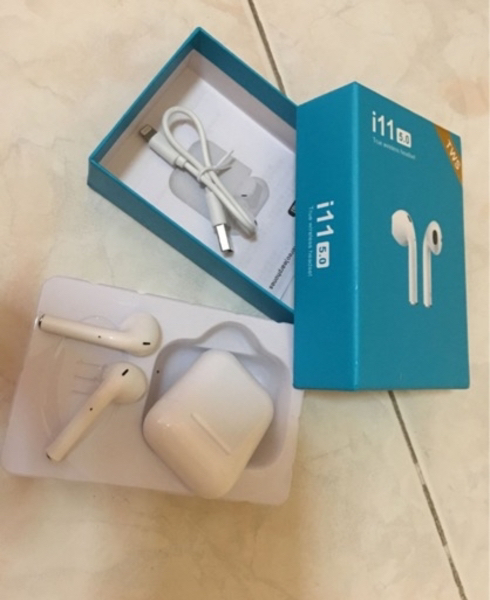 Used Wireless airpods with high bass H1 chip in Dubai, UAE