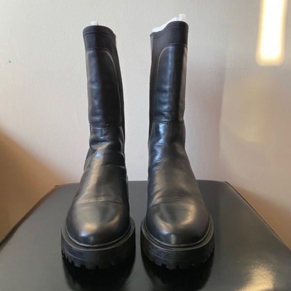 Used H&M boots in Dubai, UAE