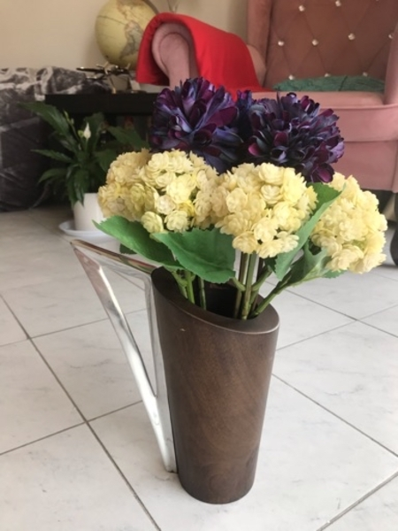 Used Flower and vase in Dubai, UAE