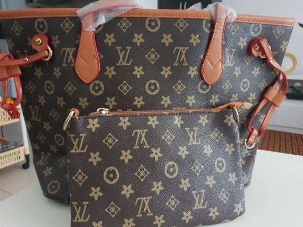 Used ladies bag set LV in Dubai, UAE