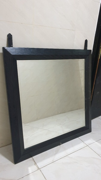 Used Mirror to hang on wall in Dubai, UAE