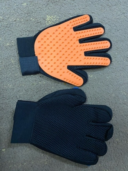 Used Silicone pet brush glove in Dubai, UAE