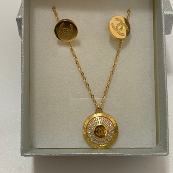 Used Chanel Necklace and Earrings set 18k in Dubai, UAE
