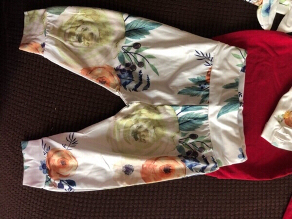 Used Baby girl 4 pcs outfit size 6-9 M in Dubai, UAE