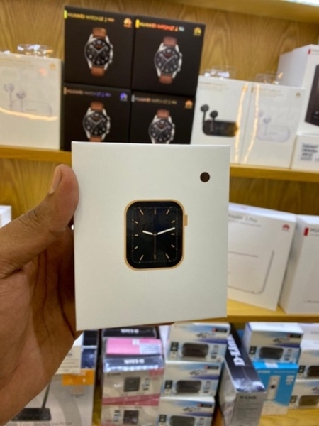Used Smartwatch with calling feature in Dubai, UAE