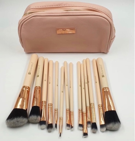 Used BH cosmetics 14 pcs brushes in Dubai, UAE