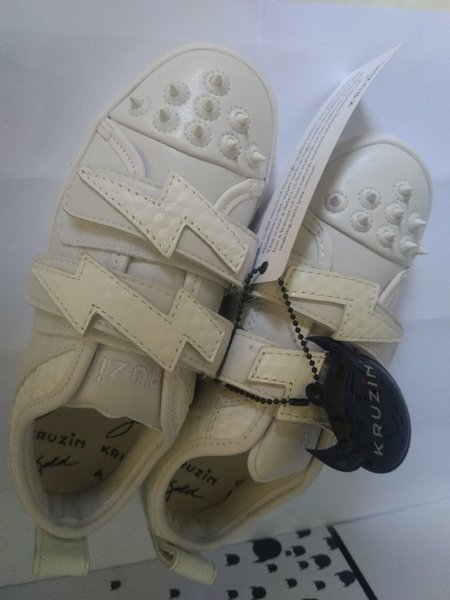Used Mimi thunder white shoes. discount now in Dubai, UAE