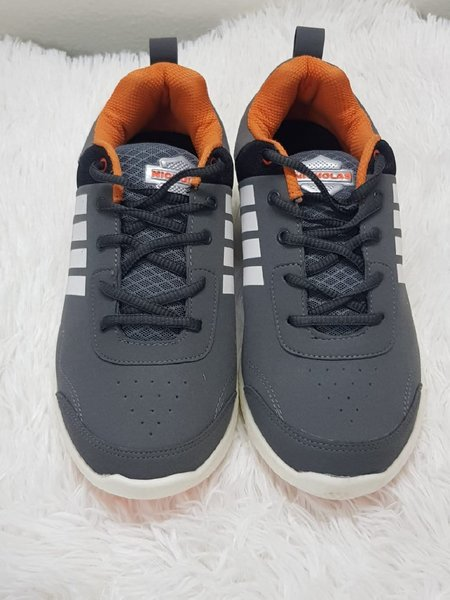Used 42 shoes very good new z in Dubai, UAE