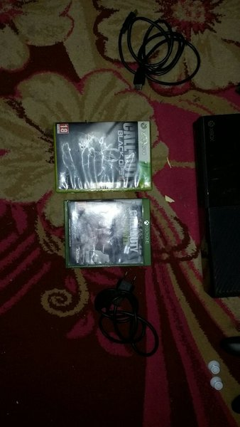 Used Xbox one with 100 games and xbox live pn in Dubai, UAE