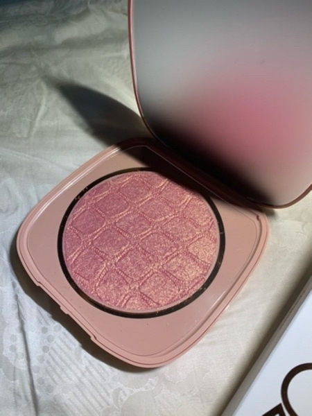 Used New colourpop face and body highlighter in Dubai, UAE