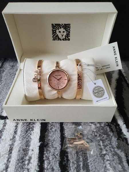 Used Anne Klein rose gold watch w/ bracelet in Dubai, UAE