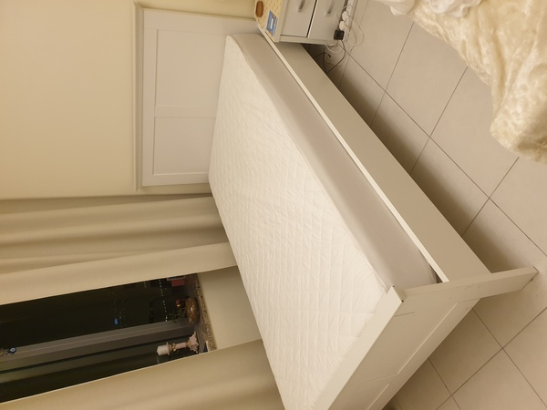 Used White Bed 120 x 200 600 aed negotiable in Dubai, UAE