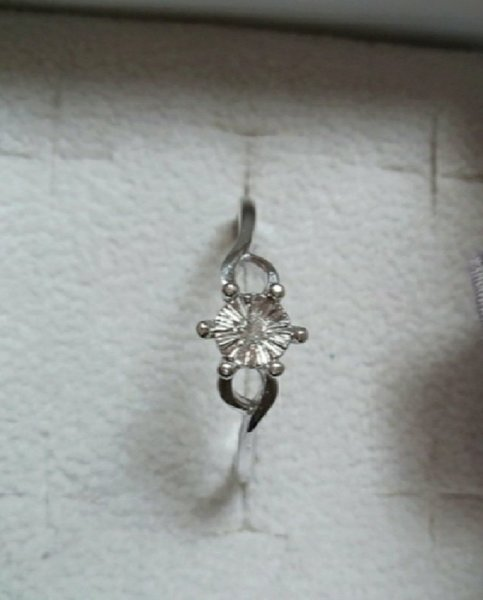 Used New 0.02cts real diamond, silver ring in Dubai, UAE