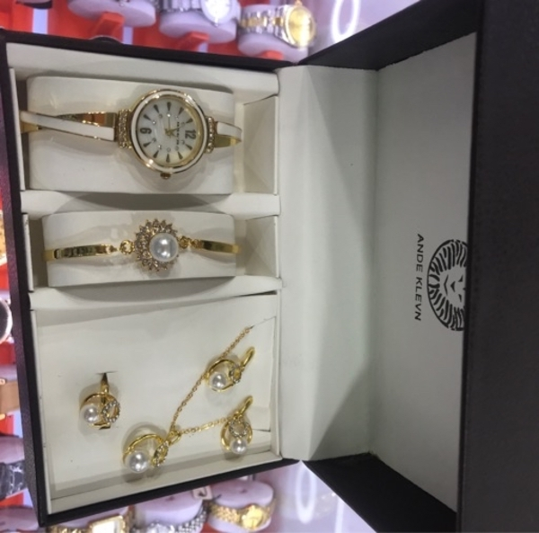 Used GIRLS FASHION WATCH WITH NECKLACE SET in Dubai, UAE