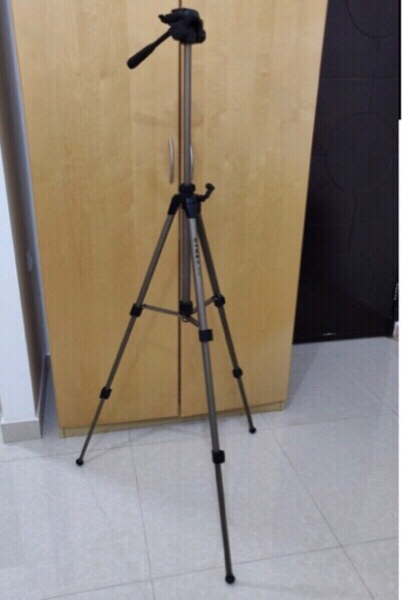 Used DYNEX TRIPOD CAMERA/MOBILE STAND in Dubai, UAE