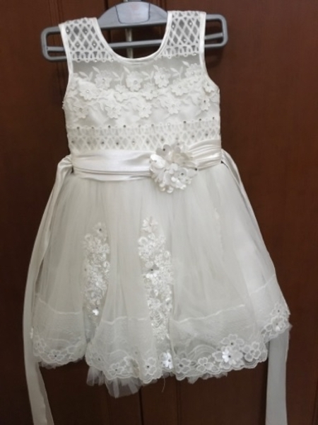 Used Girls tulle white party dress size 4 yes in Dubai, UAE