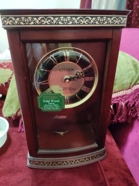 Used orginal japan luxury quartz table clock in Dubai, UAE