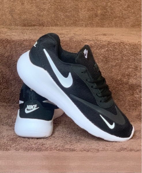 Used Nike Rush run sneakers size 42 in Dubai, UAE
