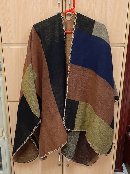 Used Shawl ! in Dubai, UAE