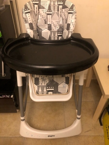 Used Giggles High chair strong and robost in Dubai, UAE