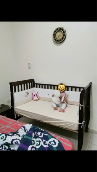 Used Baby crib with mattress and side bumpers in Dubai, UAE