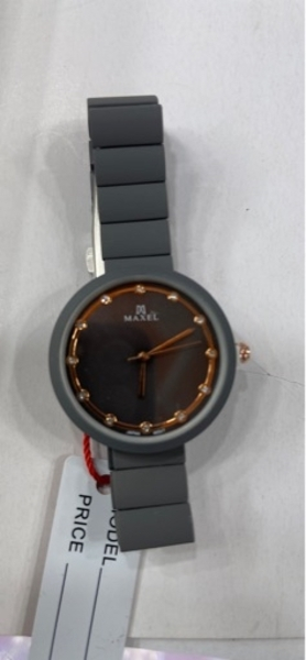 Used MAXEL LADY WATCHES COLOR 🔥🔥🔥 in Dubai, UAE
