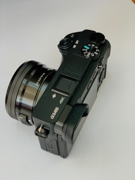 Used SONY ALPHA A6400 MIRRORLESS DIGITAL CAM in Dubai, UAE