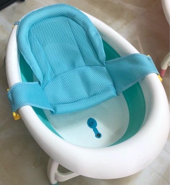 Used BLUE COLLAPSIBLE BABY BATH TUB in Dubai, UAE
