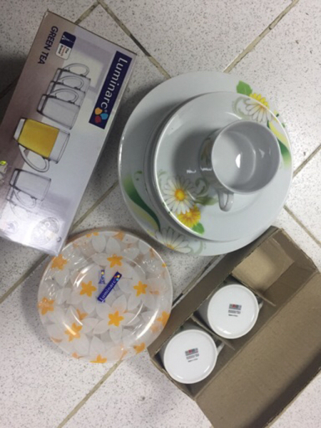 Used Set of kitchen plates and glasses in Dubai, UAE