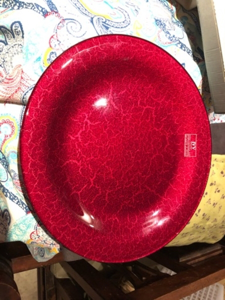 Used Round plate. Hand painted. New in Dubai, UAE