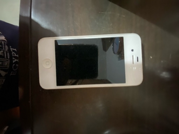 Used 4 iPads , 1 iPhone 4 , 1 Sony Ericsson, in Dubai, UAE
