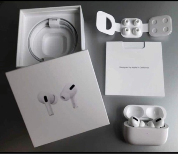 Used Apple 🍎 AirPods Pro master coppyy in Dubai, UAE