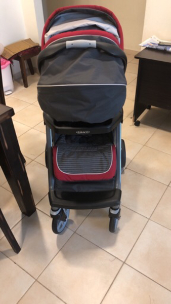 Used Graco stroller brand new with car seat in Dubai, UAE