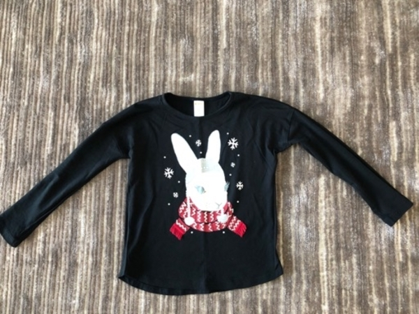 Used T-shirt long sleeves size 8 years old in Dubai, UAE
