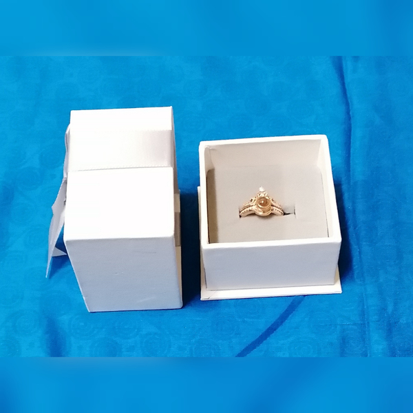 Used 2 in 1 crown projection love ring rose in Dubai, UAE