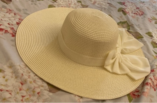 Used White straw hat from Venice, Italy. in Dubai, UAE