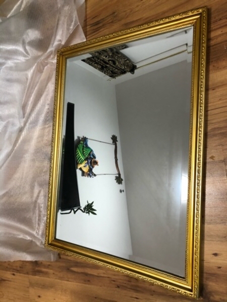 Used Very beautiful mirror 56x76 cm in Dubai, UAE