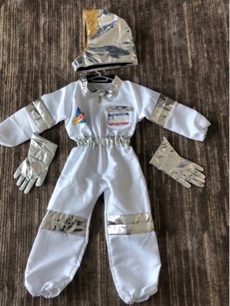 Used Astronaut costume for 4-5 years old new in Dubai, UAE