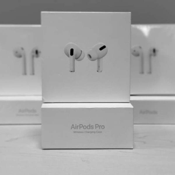 Used NEW PACKED BOX APPLE PRO HURRY NOW✅✅ in Dubai, UAE
