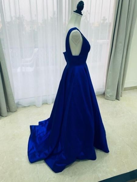 Used Cherry hill  dress size 0 in Dubai, UAE