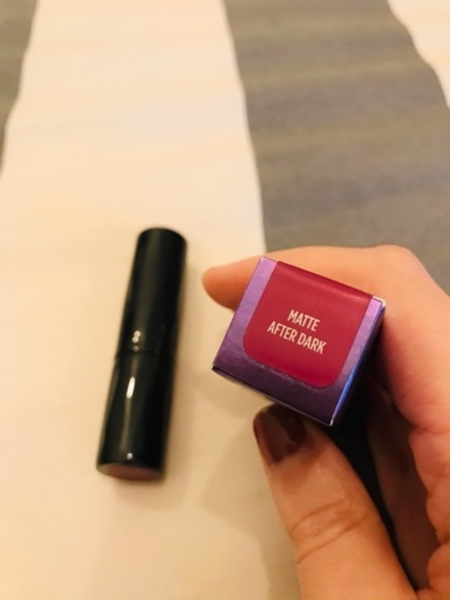 Used Urban decay matte lipstick, authentic in Dubai, UAE